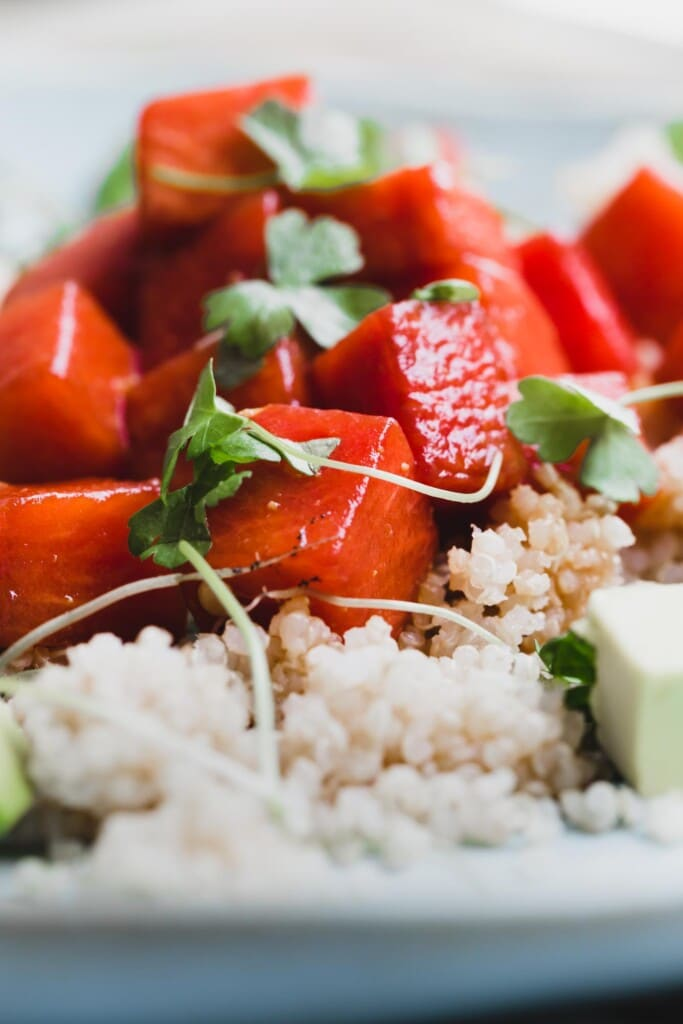 This vegan sesame miso watermelon poke is an effortless combination of sweet watermelon and umami loaded sesame and miso | vegan poke | close-up
