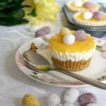 My mini lemon cheesecakes are the best dessert for Easter. The bite-size treat has such a mixed range of textures and tastes. The base is crunchy, yet crumbly at the same time, while the cream cheese filling is rich, soft and sweet, and the lemon curd brings sharpness and freshness. And then you have the chocolatey mini eggs. Can it get any better than this?