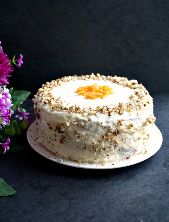 Super moist carrot cake with walnuts and cream cheese ic