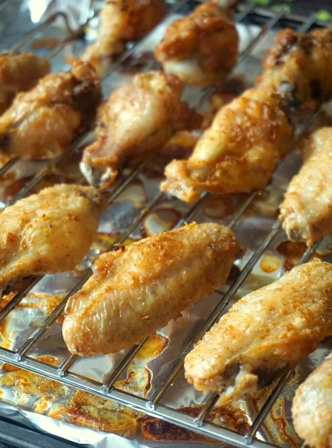 cripsy baked chicken wings on a cooling rack