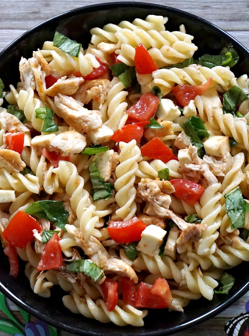 Close-up shoot of a chicken caprese pasta salad
