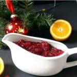 Homemade cranberry sauce with orange juice and brown sugar, the best sauce to serve with your Thanksgiving or Christmas turkey. Ready in just 10 minutes if you use fresh cranberries, or 20 mintues if you use frozen ones.