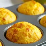 Savoury Cheddar Cornbread Muffins with a chilli kick, some delicious vegetarian bites to make from scratch this Fall. They quick and easy to make, and ready in well under 30 minutes. So moist and buttery, these healthy cornbread muffins might be simple to make, but so big on flavours. A great snack on Thanksgiving, but also on Game Day. The cornmeal muffins can be easily made sweet too, the recipe is very easy to work with. A must-try Fall recipe! #cornbread, #cornbreadmuffins, #muffins, #fall