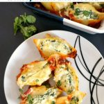 Stuffed Pasta Shells with Spinach and Ricotta, a delicious vegetarian dinner for the whole family.nSUper easy to make, with only a few ingredients.