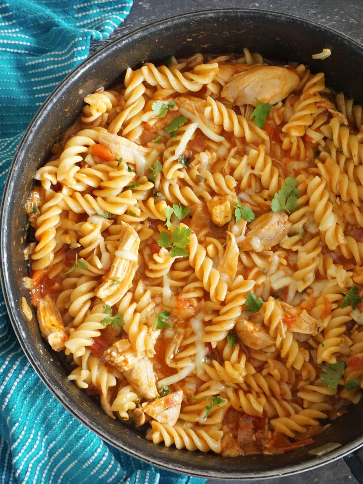 A pot of chicken pasta