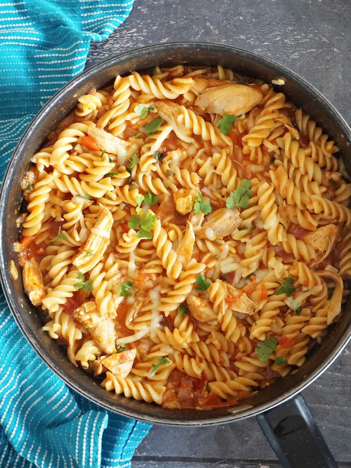 Overhead shot of a pot of chicken pasta