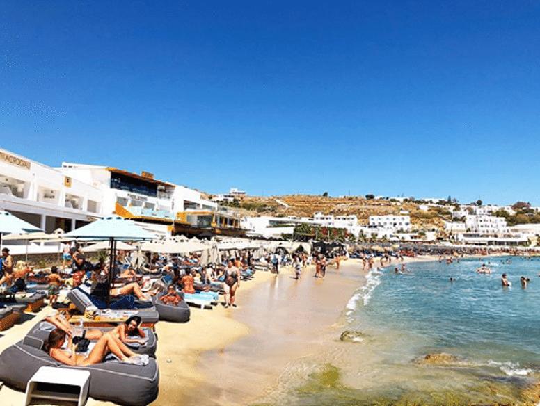 Platis Gialos Beach, Photo by: sheknowsgreece (Source: Instagram)
