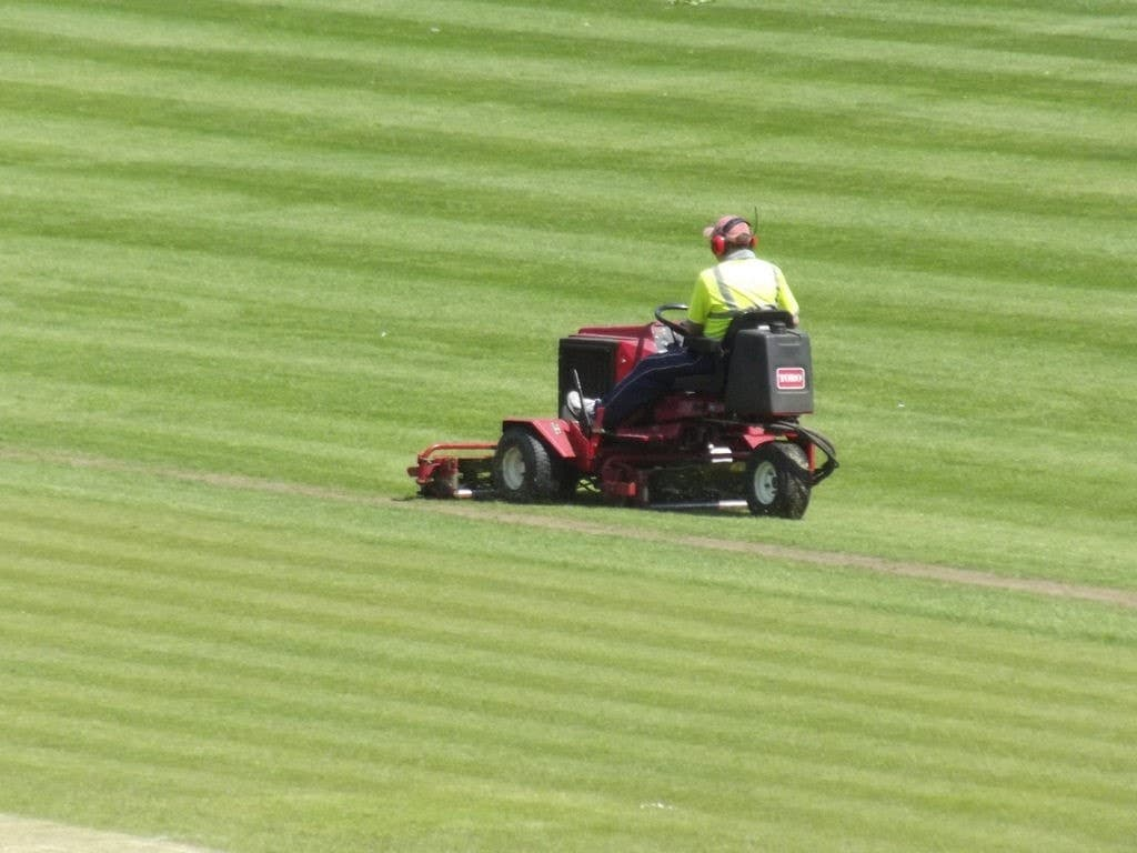 riding-lawn-mower-safety-tips-2