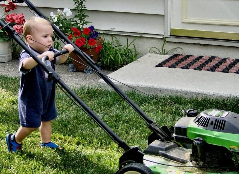 10-lawn-mower-safety-tips-2