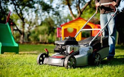 How-To-Mow-Your-Lawn-In-Hot-Weather-1