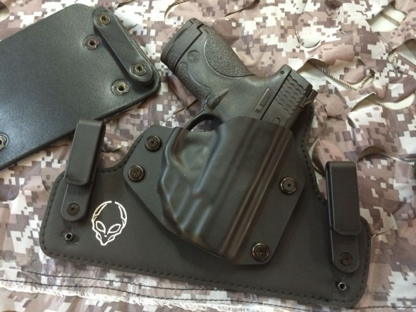 This Cloak Tuck 2.0 model came configured as an IWB but included an OWB panel too (left)