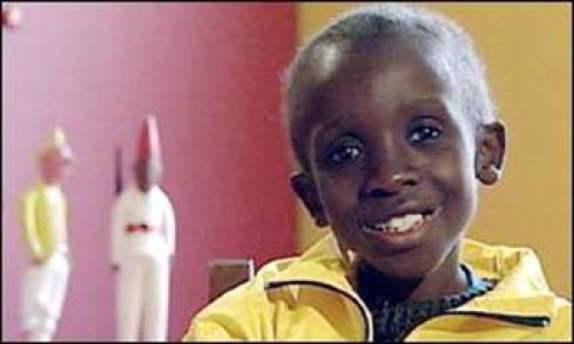 Nkosi Johnson : l'histoire inspirante de l'adolescent qui s'est battue contre le sida et a gagné la bataille-(vidéo)