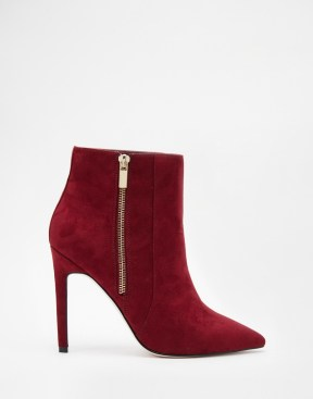 http://www.asos.com/it/ASOS/ASOS-ECUADOR-Wide-Fit-Pointed-High-Ankle-Boots/Prod/pgeproduct.aspx?iid=5794289&cid=4172&Rf-200=4%2C11%2C1&sh=0&pge=0&pgesize=50&sort=-1&clr=Burgundy&totalstyles=1246&gridsize=3&un_jtt_v_frompage=0