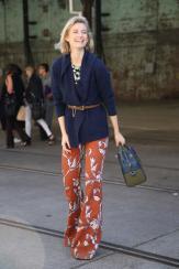 Pantaloni-a-zampa-d-elefante-Idee-dallo-streetstyle_image_ini_620x465_downonly (1)