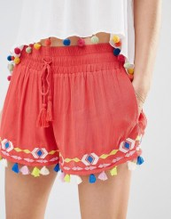 http://www.asos.com/it/Piper/Piper-Java-Tassel-Shorts/Prod/pgeproduct.aspx?iid=6118152&cid=9263&Rf-200=7,1&sh=0&pge=0&pgesize=204&sort=-1&clr=Coral&totalstyles=16&gridsize=3
