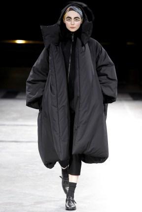 yohji-yamamoto-fall-winter-2014-2015-crazy-womens-fashion-1