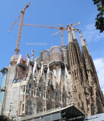 Old vs New building parts of Sagrada Familia