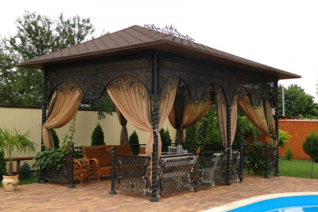 Beautiful outdoor sitting area design