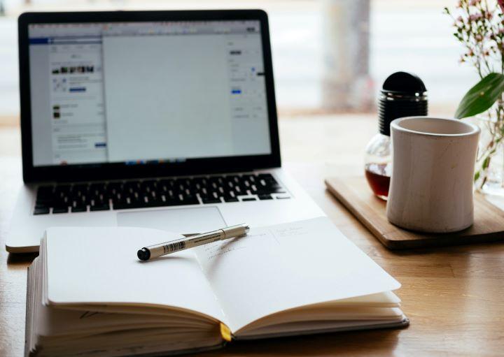 features of essay in literature