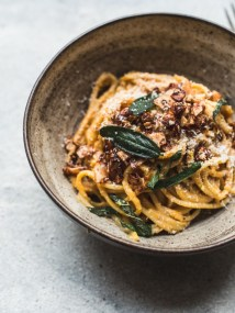 Butternut-Squash-Carbonara-with-Coconut-Bacon-Crispy-Sage-7 (1)