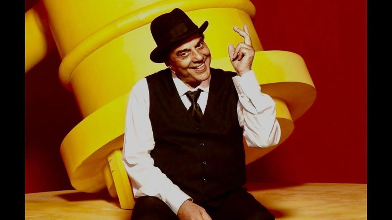 Dharmendra, upset with the situation, sang his favorite song, saying - 'Not singing for fear of Corona'