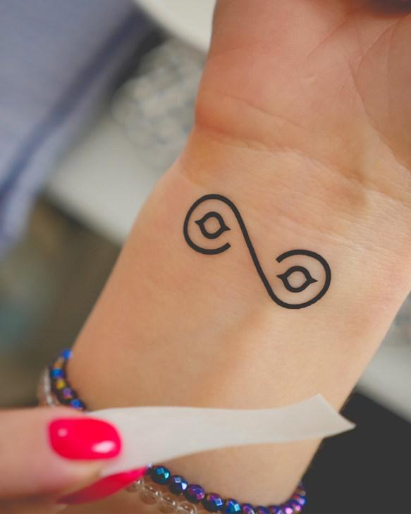 Tatuaż na nadgarstek nr 1