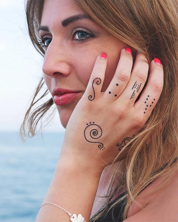 Tatuaż na punkty na dłoniach