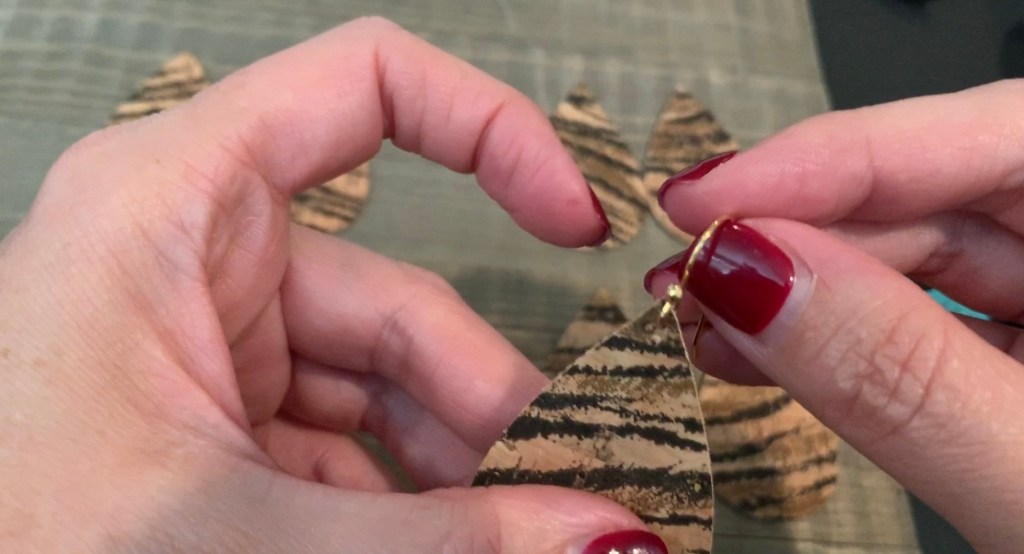 How to make cork earrings on a Cricut Explore