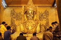 Mahamuni Paya's seated Buddha