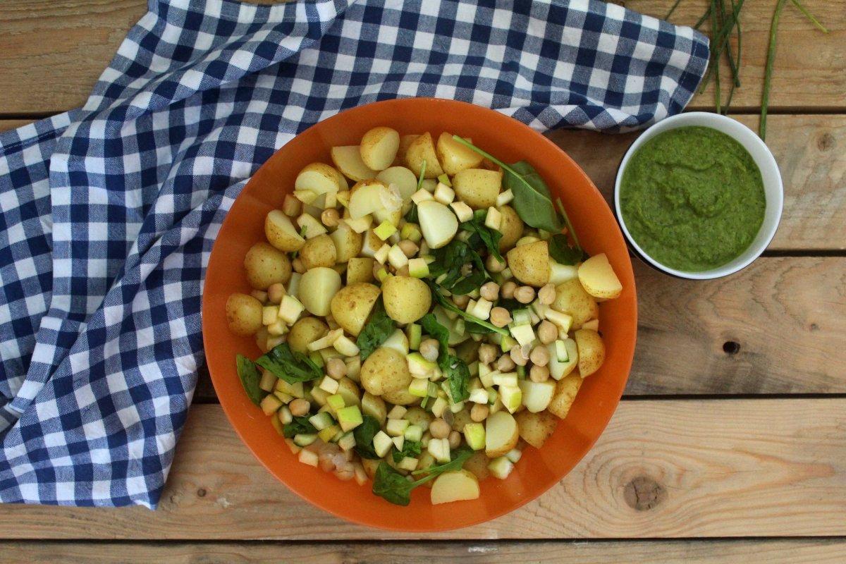 Salada de Batata com Molho de Ervas