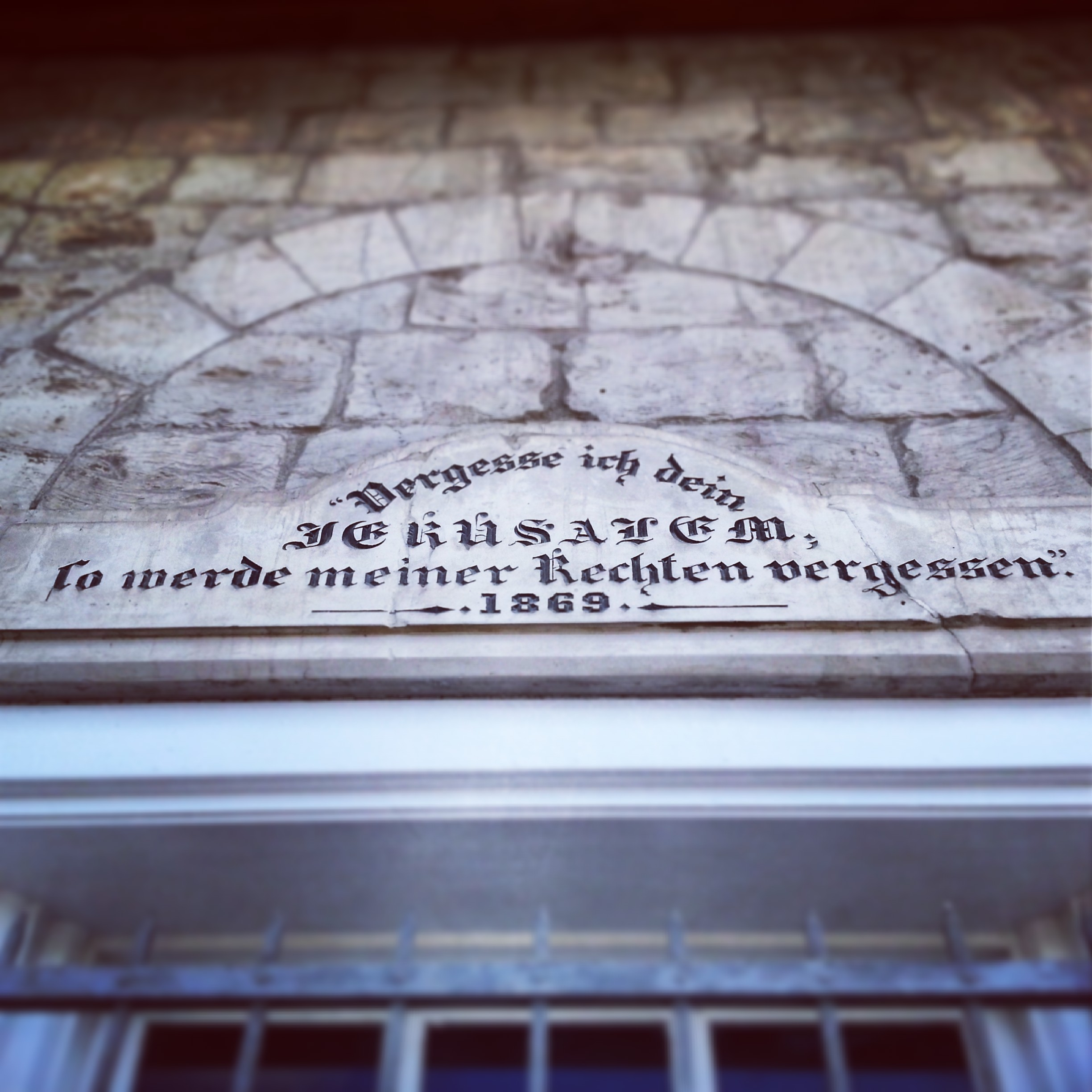 Biblical quotation on the lintel of a building in the German Colony, Haifa