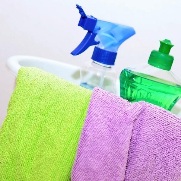 Gli errori più comuni da evitare quando si pulisce casa. Straccio