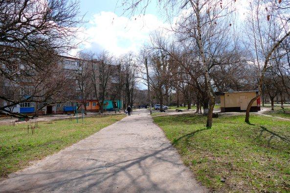 Восточный тротуар проспекта Ленина в Изюме