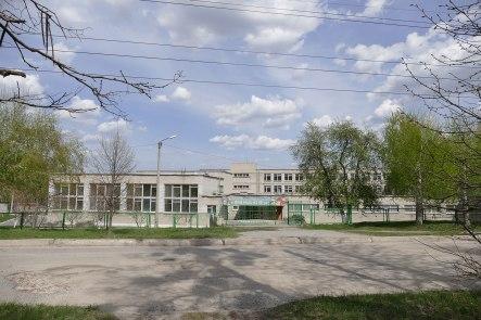 Центральный вход гимназии №3 по улице Капитана Орлова в Изюме