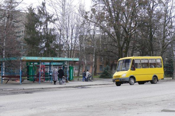 Остановка маршрутки «желтик» по проспекту Ленина, Изюм