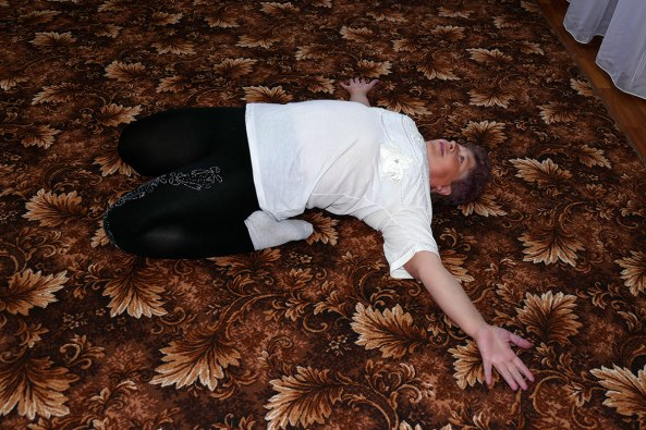 Аксенова Полина Леонидовна на занятиях женской физкультурной группы «Территориального Центра Социальной Помощи Изюма»