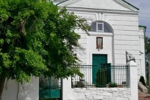 Крестовоздвиженская церковь - центральный вход