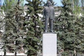 Памятник Ленину в центре Изюма