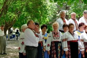 Художественный руководитель (баянист) Редько Григорий федорович (на фото слева)