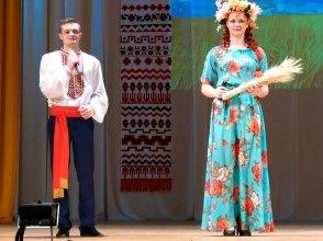 Ведущие — Кирилл Фартушный и Елизавета Полеонова