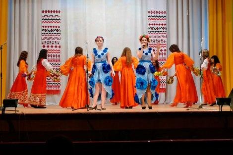 Молодежный дуэт Екатерины Ильчук и Галины Кузьковой исполнил песню «Квітка - Душа»