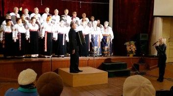 Яснова Елена Ивановна поздравляет хор «Криниченька» с двацатипятилетием