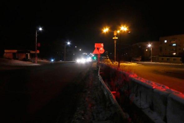 Спуск к автомобильному мосту, справа - автовокзал