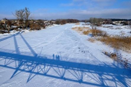 Вид с «Моста Влюбленных» в Изюме на замерший Северский Донец