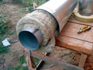 Крепление теплоизоляции на трубу теплоцентрали