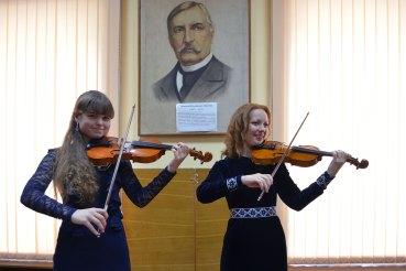 Вероника Подолянник и преподаватель по классу скрипки Шилько Юлия Михайловна