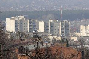 Необычно смотрятся девятиэтажки со склона горы Кремянец