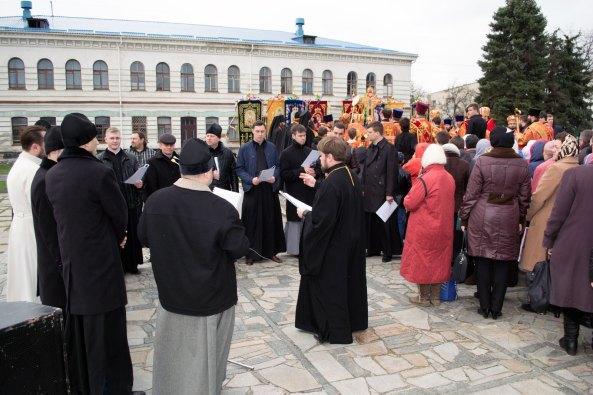 За Богослужением пел мужской архиерейский хор