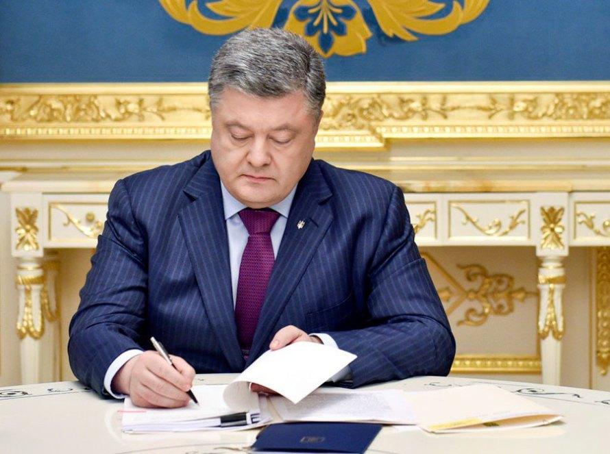 Президент Украины Петр Порошенко подписал указ о новых санкциях против России