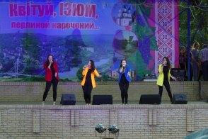 Центральная сцена города Изюм - вокальный ансамбль «Тирамису»